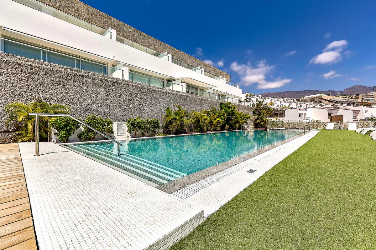 Ref. 2049 Luxurious duplex apartment in Caleta Palms.