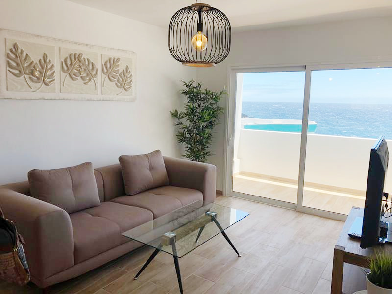 Ref 2067 Sea-front apartment in El Roque de Fasnia.