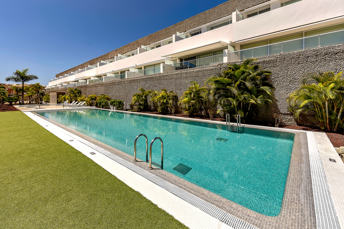 Ref 2112 Luxury apartment in Caleta Palms.